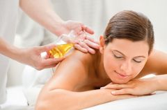 Hluboký relaxační zážitek, kdy Vás obklopí příjemné vůně a Vaše tělo bude masírováno aromatickými oleji.