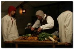 Přeneste se časem na hostinu v 15. století. Čeká na Vás přesná replika středověké krčmy, kde vše probíhá jako za dávných časů.