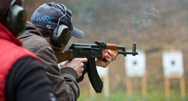 Střelba ze samopalu Kalašnikov AK47