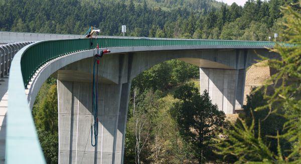 Bungee jumping Chomutov - bungee z nejvyššího mostu v ČR