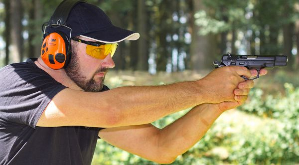 Střelba na střelnici - zbraně speciálních jednotek
