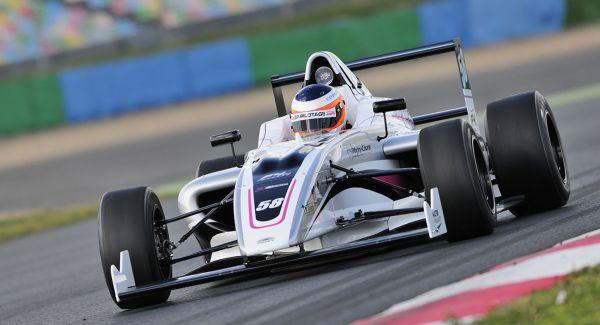 Závodní sen - Formule F4 vs Ariel Atom